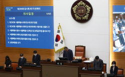 """靑 """"박원순 의혹, 조사결과 지켜봐야..탁현민, 조율"""""""