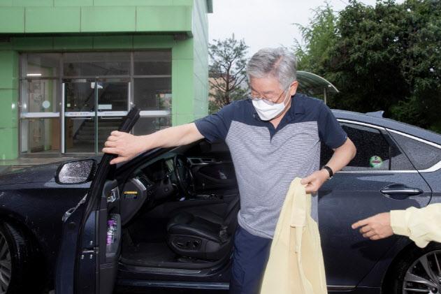 """'휴가 취소' 이재명 """"SNS로 제보해달라..재난소통창구 활용"""""""