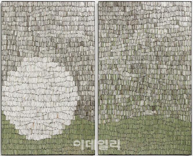 [e갤러리] 울퉁불퉁한 달로 오느라 애썼다…박성욱 '달'