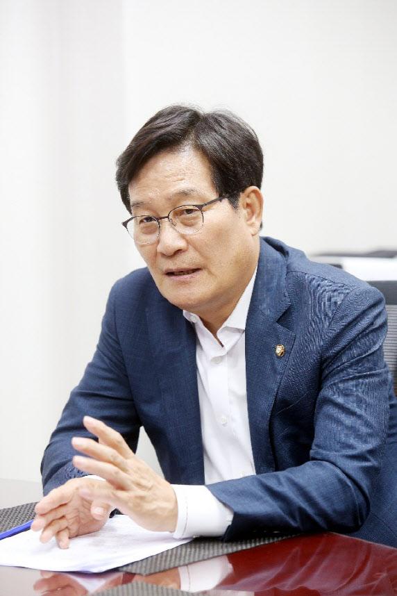 """[인터뷰] 신동근 """"공수처 마치면 상법·공정거래법 개정 완수"""")"""
