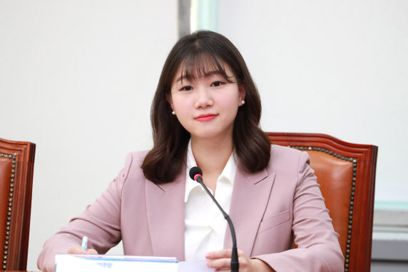 [정치신인 설명서] `24세` 박성민 민주당 청년대변인