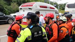 """숨진채 발견된 실종 경찰관, """"버드나무 꽉 붙잡고 있었다"""""""