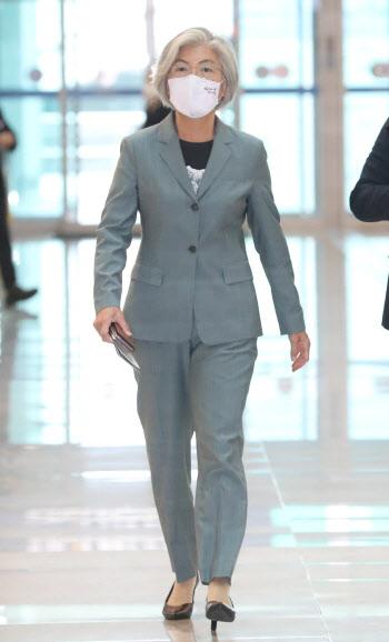 강경화 외교부 장관 출국...6개월만에 대면외교