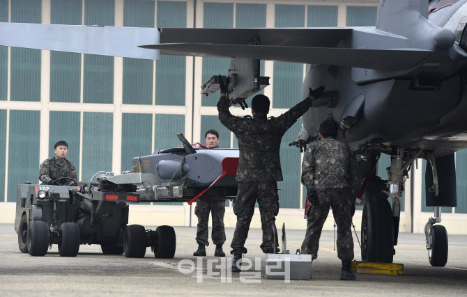 한국형전투기, 국산 공대지·공대함 유도탄 탑재
