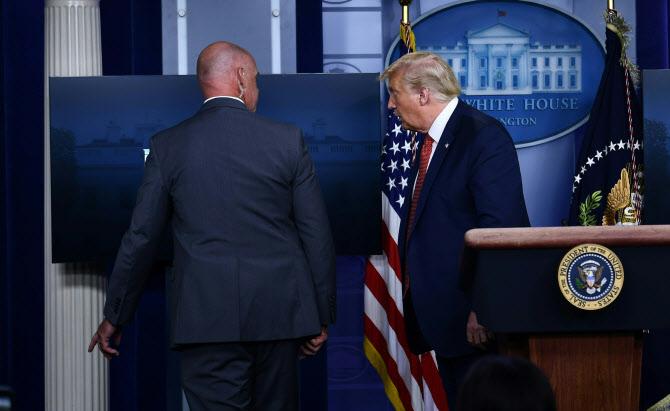 백악관 코앞에서 '탕'…트럼프, 브리핑 3분만에 긴급피신