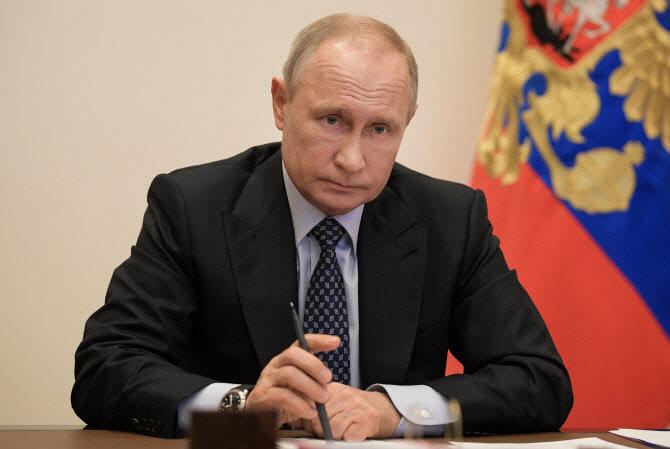 """푸틴 """"러시아, 세계 최초 코로나 백신 등록...내 딸도 접종"""""""