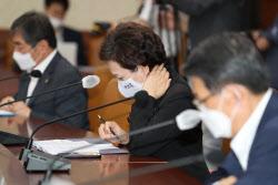 [포토] 점검회의 참석한 김현미 국토교통부 장관