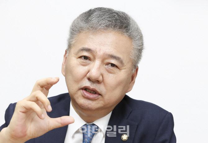 """""""대전환 시대, 역사 바꿀 주식이 올라…쏠림은 경계"""")"""