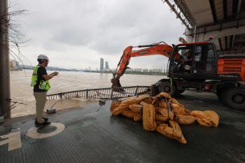 잠수교 복구작업