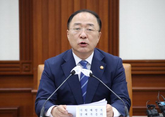 """홍남기 """"집값 상승세 멈췄다…매물 계속 나올 것""""(종합)"""