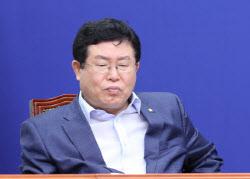 """설훈 """"통합당 지지율 역전, 충격적""""…홍문표 """"민주당 오만"""""""