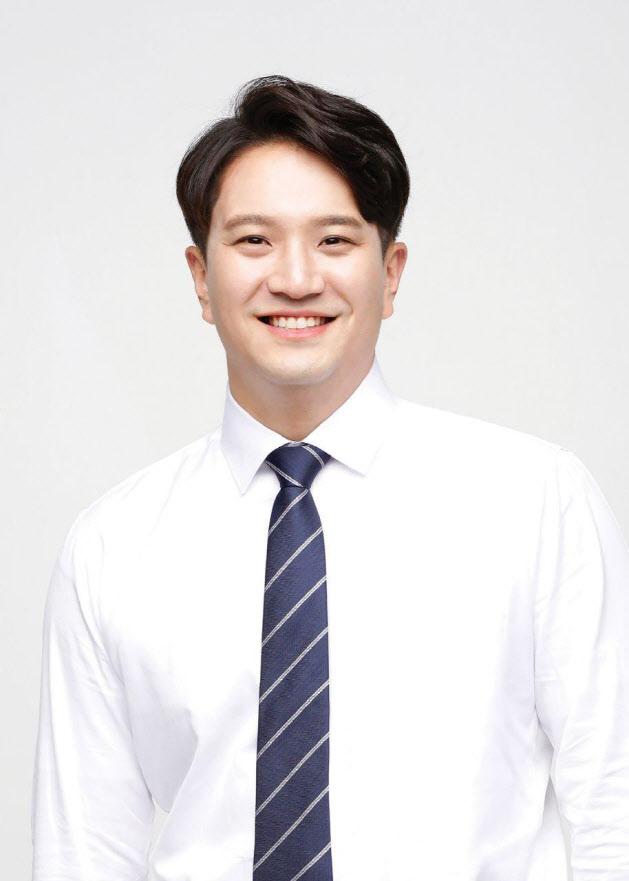 """병역법 개정 꺼낸 전용기 """"BTS 특혜법 아냐"""""""