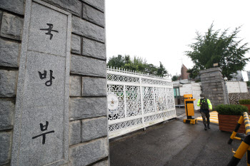 검찰, '추미애 아들 의혹' 관련 국방부 압수수색(상보)