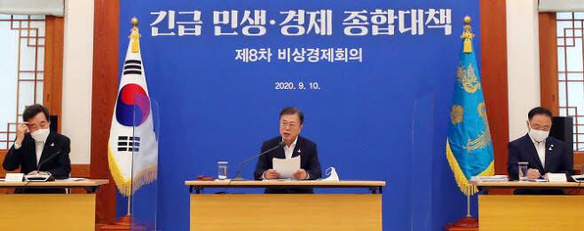"""코로나 지원금 풀린다…""""4인가구 최대 426만원"""" Vs """"빚 847조"""""""