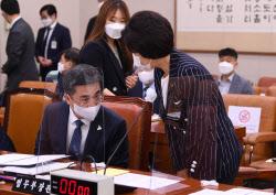 [포토]국회 법사위, '인사하는 추미애-서욱'