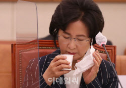 """추미애, 야당 의원 뒷담화 논란에 김용민 """"사담일 뿐"""" 두둔"""