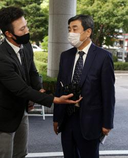[포토] 이종걸 전 의원, 패스트트랙 관련 공판 출석