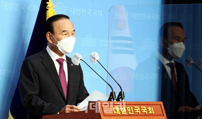 특혜 수주 의혹, '박덕흠 의원 탈당'