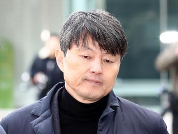 """유재수, 조국 재판부에 증인 불출석 사유서 제출…""""항암 치료 중"""""""