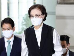 """'직원 상습폭행' 이명희 2심 첫 재판…檢 """"일부 무죄 다투겠다"""""""