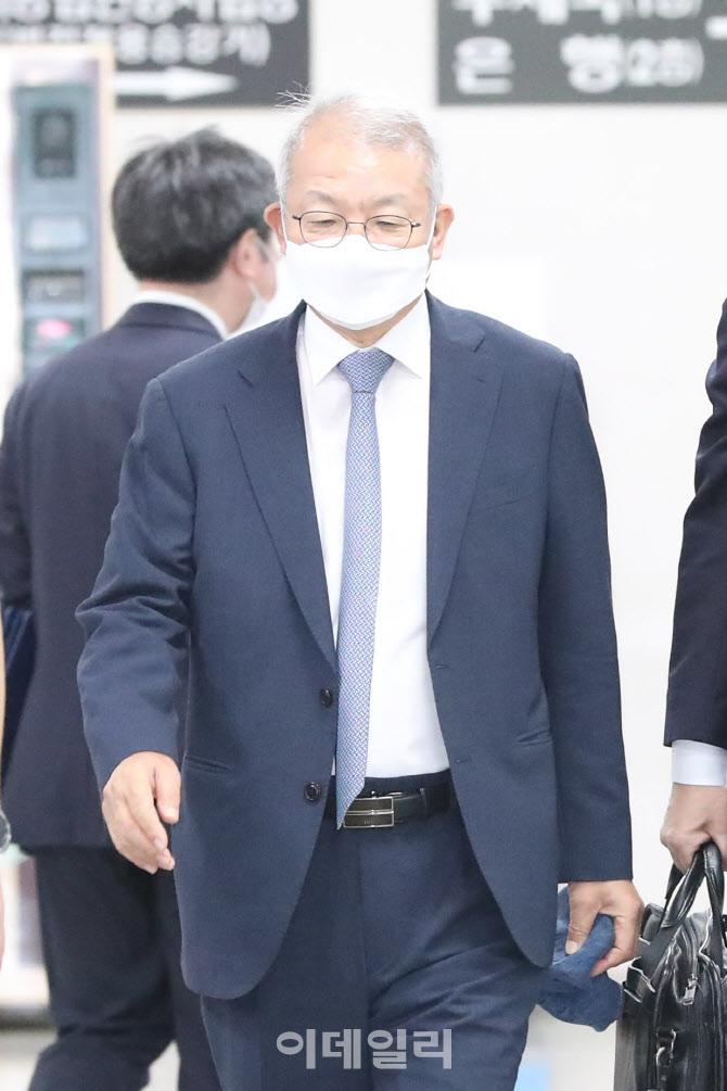 법원 출석하는 양승태 전 대법원장
