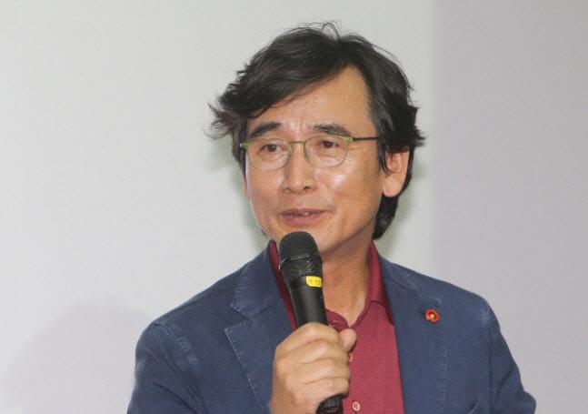 """조은산 """"유시민, '계몽군주' 오타냈나?…김정은이 귀여운가"""""""