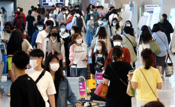 여행객들로 붐비는 김포공항