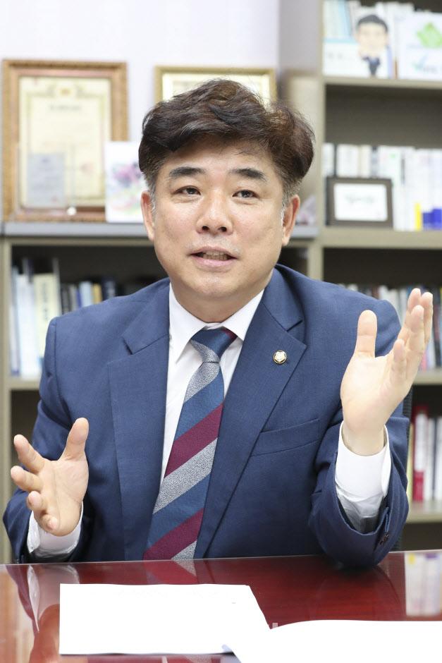 """與 김병욱 의원 """"시행령 고쳐 `대주주 요건` 3억 하향 막겠다"""""""