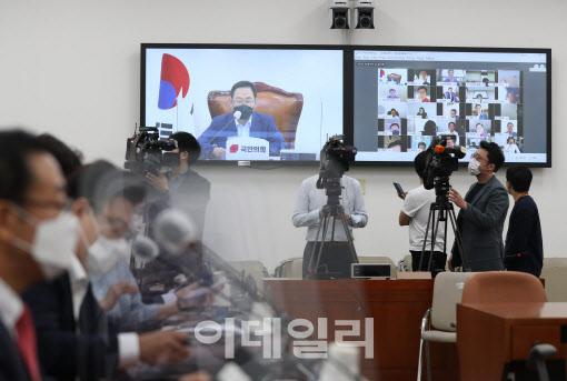 """주호영 """"국방부, '연유 발라 시신 태우라' 北정보 확인"""""""