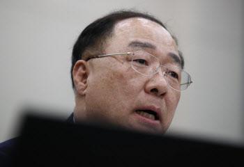 '660일' 홍남기는 어떻게 역대 2위 장수 경제부총리가 됐나?