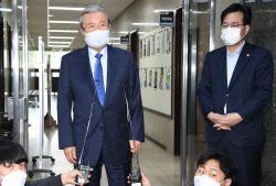 """김종인 """"'김정은 계몽군주' 유시민 발언, 매우 거북한 소리"""""""