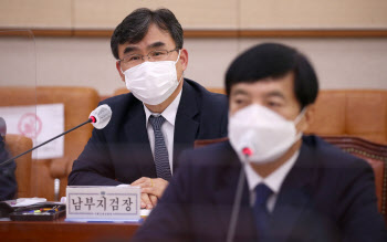 "[Hot이슈 국감]남부지검장 ""라임 수사 검사 비위 이야기 듣지 못해"""