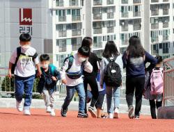 등교수업 중단학교 15곳, 학생 4명 추가 확진