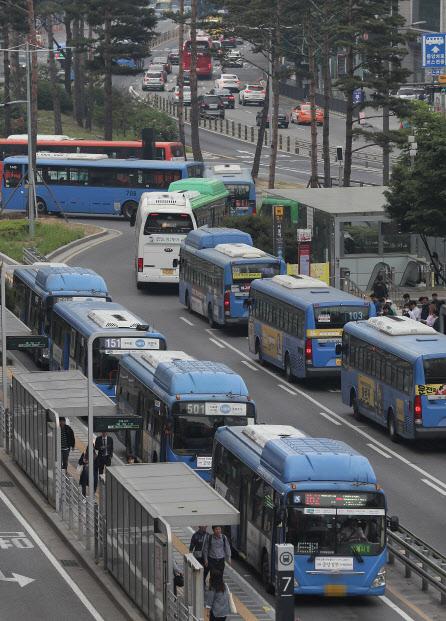 [단독]서울시, 버스·지하철요금 인상 추진…연내 공청회 개최