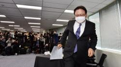 [포토]단상으로 향하는 박근희 CJ대한통운 대표이사