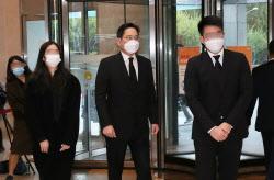 [포토]이건희 삼성 회장 별세, 자녀들과 빈소 들어서는 이재용 부회장
