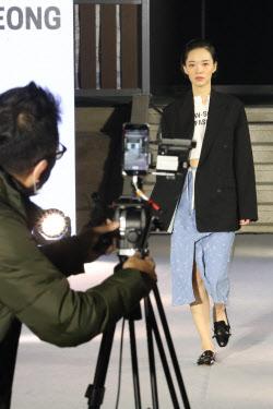 [포토]유진상가에서 열린 비대면 패션쇼