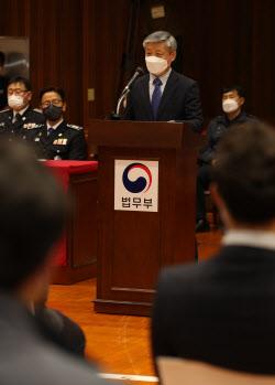 [포토]양심적 병역거부자 입교식에서 환영사하는 신경우 법무부 보안단장