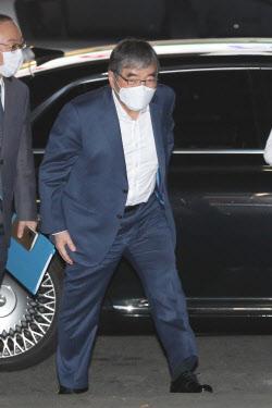 [포토]간담회에 참석하는 윤석헌 금융감독원장