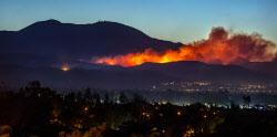 [포토] 미 캘리포니아주 어바인 인근에서 번지는 산불