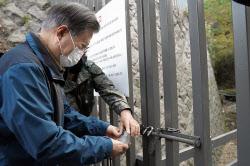 文대통령, '52년 폐쇄' 북악산 철문 열어...다시 국민 품으로