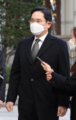 '묵묵부답' 이재용 부회장, 굳은 표정으로 법정 출석