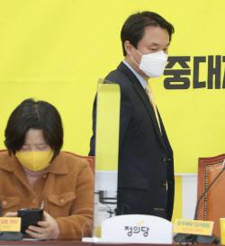 [포토]선거기획단 회의 참석하는 김종철 정의당 대표