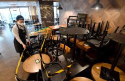 [포토]자정부터 거리두기 2단계 격상, 또 매장영업 못 하는 카페·빵집 '매출 타격 불가피'