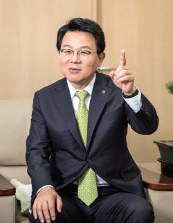 [줌인]민·관 두루 거친 김광수..사모펀드 사태 수습 '첫 시험대'