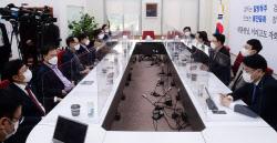 [포토]주호영, '秋 법사위 출석해 尹 징계 배경 밝혀라'
