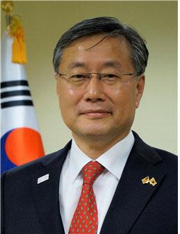 文대통령, 신임 靑외교정책비서관에 김용현 임명(상보)