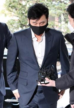[포토]양현석 전 YG대표,'무거운 발걸음'