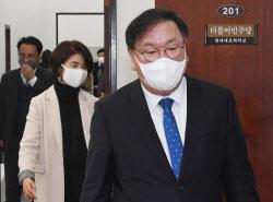 [포토]'원내대책회의 참석하는 김태년-한정애'