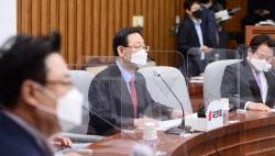 [포토]원내대책회의, '발언한는 주호영'